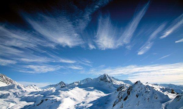 wolken-boven-paradiski-wintersport-frankrijk-ski-snowboard-raquettes-schneeschuhlaufen-langlaufen-wandelen-interlodge.jpg