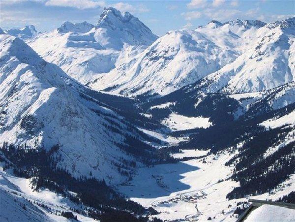 lech-overzicht-dal-oostenrijk-wintersport-ski-snowboard-raquettes-schneeschuhlaufen-langlaufen-wandelen-interlodge.jpg
