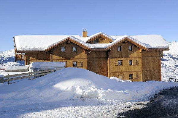 buitenkant-residence-l-oree-des-neiges-vallandry-paradiski-wintersport-frankrijk-ski-snowboard-raquettes-schneeschuhlaufen-langlaufen-wandelen-interlodge.jpg