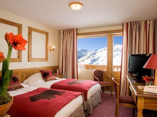 hotel-l-ours-blanc-slaapkamer-les-menuires-les-trois-vallees-interlodge.jpg