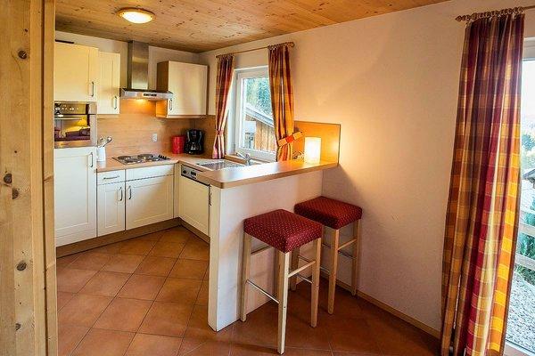 chalets-alpendorf-keuken-barkruk-dachstein-west-wintersport-oostenrijk-interlodge