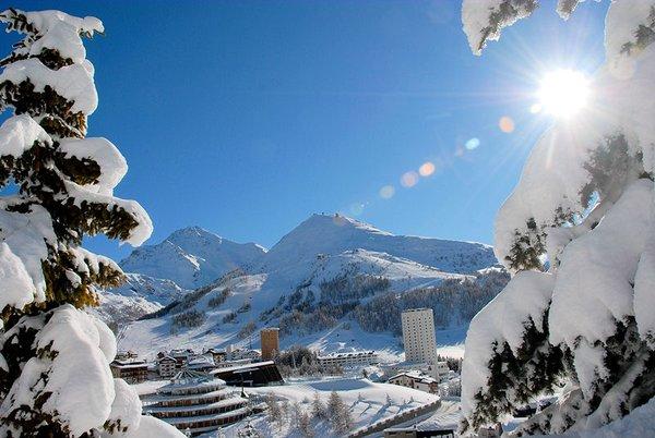 dorp-sestriere-via-lattea-italie-wintersport-ski-snowboard-raquettes-schneeschuhlaufen-langlaufen-wandelen-interlodge.jpg