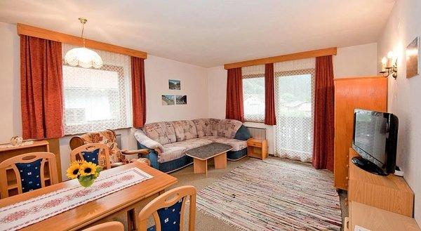 woonkamer-landhaus-maridl-hart-im-zillertal-wintersport-interlodge.jpg