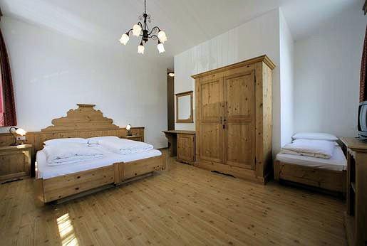 hotel-savoia-passo-pordoi-kamer-canazei-dolomiti-wintersport-italie-ski-snowboard-raquettes-schneeschuhlaufen-langlaufen-wandelen-interlodge.jpg