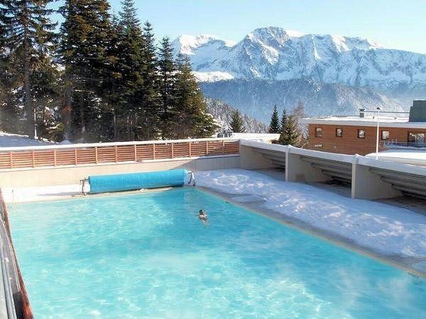 zwembad-residence-le-domaine-de-l-arselles-chamrousse-wintersport-frankrijk-ski-snowboard-raquettes-schneeschuhlaufen-langlaufen-wandelen-interlodge.jpg