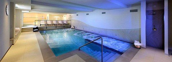 zwembad-sporting-hotel-ravelli-marilleva-900-mezzana-skirama-dolomiti-wintersport-italie-ski-snowboard-raquettes-langlaufen-interlodge.jpg