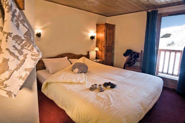 slaapkamer-le-hameau-de-la-sapiniere-chalets-montagnettes-les-menuires-les-trois-vallees-wintersport-frankrijk-ski-snowboard-raquettes-schneeschuhlaufen-langlaufen-wandelen-interlodge.jpg