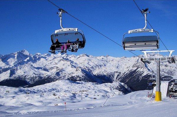 aanzicht-stoelstjeslift-skirama-dolomiti-madonna-di-campiglio-folgarida-dimaro-wintersport-italie-ski-snowboard-raquette-schneeschuhlaufen-langlaufen-wandelen-interlodge.jpg