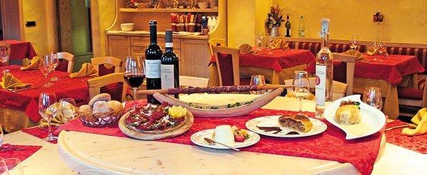 hotel-cristallo-restaurant-buffet-livigno-wintersport-italie-ski-snowboard-raquettes-schneeschuhlaufen-langlaufen-wandelen-interlodge.jpg