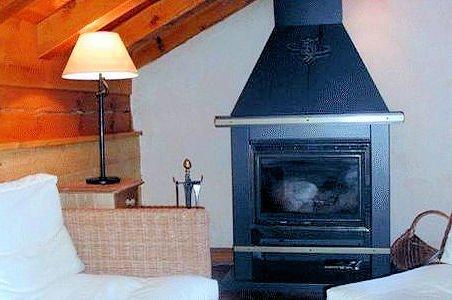 open-haard-residence-montana-planton-tignes-le-lac-espace-killy-frankrijk-wintersport-ski-snowboard-raquettes-schneeschuhlaufen-langlaufen-wandelen-interlodge.jpg