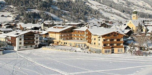 buitenkant-vital-landhotel-schermer-westendorf-wintersport-interlodge.jpg