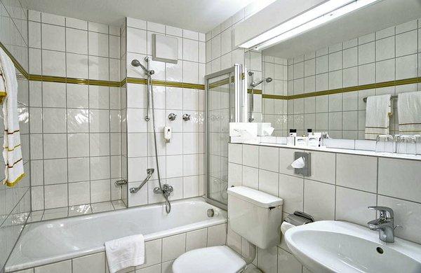 alpenhotel-kronprinz-douche-berchtesgaden-beieren-duitsland-wintersport-interlodge