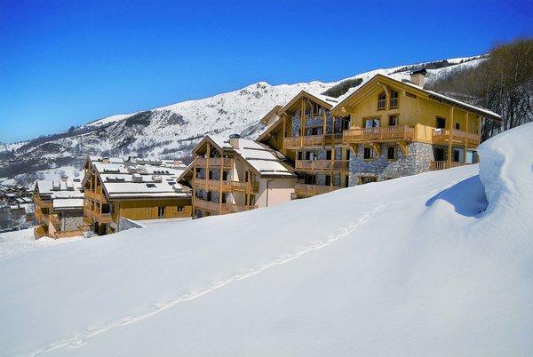 buitenkant-les-chalets-du-gypse-st-martin-des-belleville-les-trois-vallees-wintersport-frankrijk-ski-snowboard-raquettes-schneeschuhlaufen-langlaufen-wandelen-interlodge.jpg