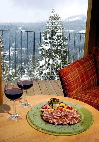 appartments-panorama-zillertal-konigsleiten-uitzicht-vanuit-appartement-wintersport-oostenrijk-ski-snowboard-raquettes-schneeschuhlaufen-langlaufen-wandelen-interlodge.jpg