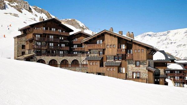 buitenkant-les-suites-du-montana-tignes-wintersport-frankrijk-interlodge.jpg