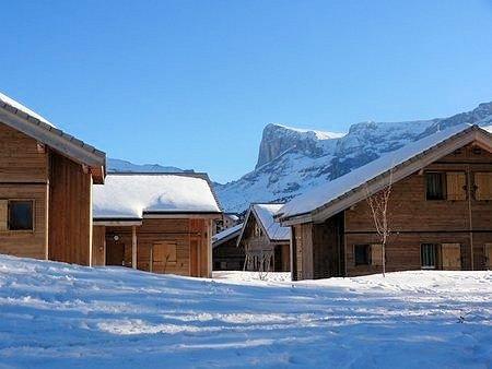 chalets-le-hameau-du-puy-superdevoluy-wintersport-frankrijk-ski-snowboard-raquettes-schneeschuhlaufen-langlaufen-wandelen-interlodge.jpg