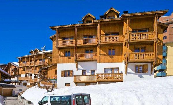 buitenkant-le-hameau-du-soleil-val-thorens-les-trois-vallees-wintersport-frankrijk-ski-snowboard-raquettes-langlaufen-wandelen-interlodge.jpg