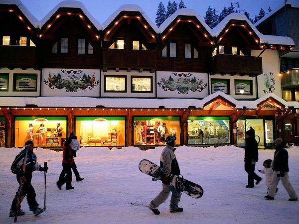 winkels-madonna-di-campiglio-skirama-dolomiti-wintersport-italie-ski-snowboard-raquettes-schneeschuhlaufen-langlaufen-wandelen-interdloge.jpg