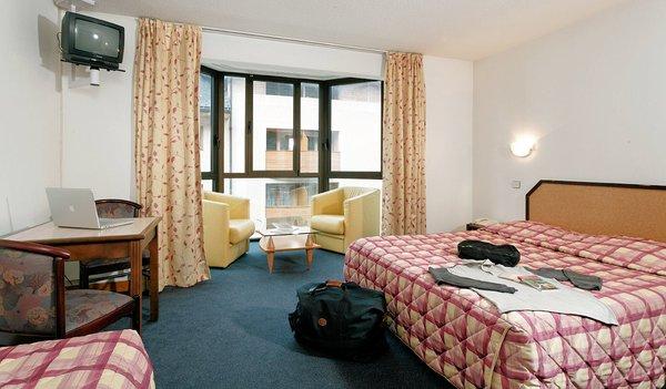 hotel-la-vanoise-kamer-erker-brides-les-bains-les-trois-vallees-frankrijk-wintersport-ski-snowboard-raquettes-schneeschuhlaufen-langlaufen-wandelen-interlodge.jpg