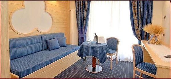 hotel-flora-alpina-kamer-bank-campitello-dolomiti-wintersport-italie-ski-snowboard-raquettes-schneeschuhlaufen-langlaufen-wandelen-interlodge.jpg