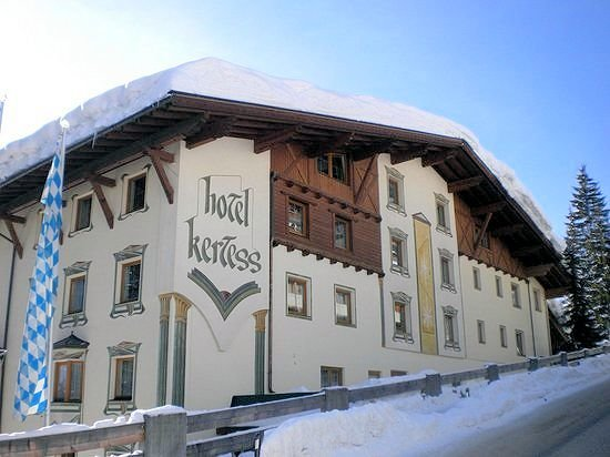 buitenkant-hotel-kertess-st-anton-wintersport-interlodge.jpg