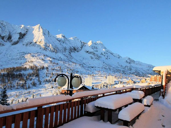 uitzicht-hotel-residence-dahu-passo-tonale-wintersport-italie-ski-snowboard-raquettes-schneeschuhlaufen-wandelen-interlodge.jpg