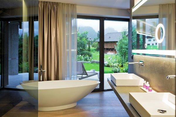 hotel-elisabeth-badkamer-mayrhofen-hochzillertal-wintersport-oostenrijk-interlodge.jpg