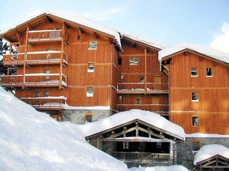 buitenzijde-chalet-des-neiges-arolles-arc-2000-paradiski-wintersport-frankrijk-ski-snowboard-raquettes-langlaufen-wandelen-interlodge.jpg