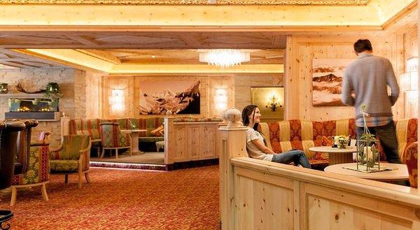 lounge-hotel-regina-solden-otztal-wintersport-interlodge.jpg