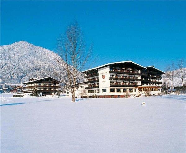buitenkant-hotel-tyrol-soll-am-wilden-kaiser-wintersport-interlodge.jpg