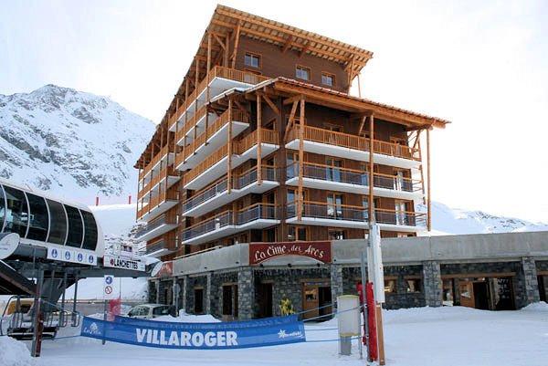 buitenkant-chalet-des-neiges-la-cime-des-arcs-arc-2000-paradiski-wintersport-frankrijk-ski-snowboard-raquettes-langlauf-wandelen-interlodge.jpg
