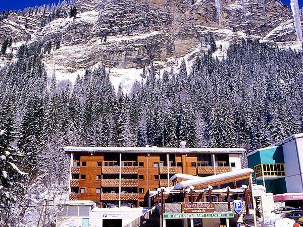 buitenkant-residence-du-telepherique-d-avoriaz-morzine-les-prodains-les-portes-du-soleil-wintersport-frankrijk-ski-snowboard-raquettes-schneeschuhlaufen-langlaufen-wandelen-interlodge.jpg