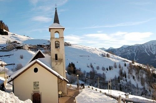 kerk-mezzana-skirama-dolomiti-wintersport-italie-interlodge