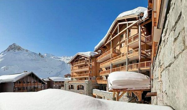 buitenzijde-residence-telemark-tignes-le-lac-espace-killy-interlodge.jpg