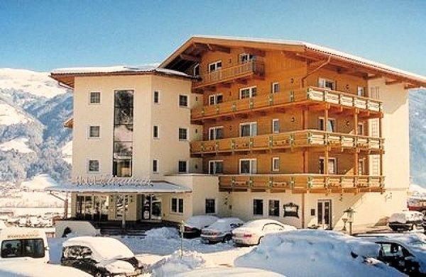 buitenkant-hotel-elisabeth-fugen-wintersport-oostenrijk-interlodge.jpg