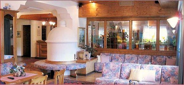 hotel-flora-alpina-lounge-campitello-dolomiti-wintersport-italie-ski-snowboard-raquettes-schneeschuhlaufen-langlaufen-wandelen-interlodge.jpg