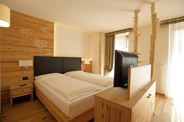 palace-hotel-ravelli-kamer-mezzana-skirama-dolomiti-wintersport-italie-interlodge.jpg