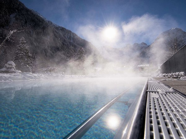 zwembad-hotel-valavier-brand-bei-bludenz-brandnertal-vorarlberg-wintersport-oostenrijk-interlodge