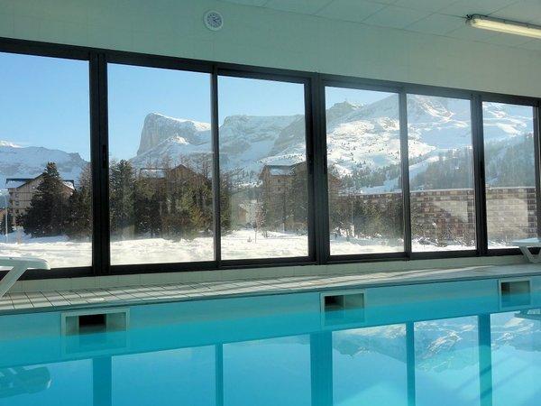 zwembad-le-hameau-du-puy-superdevoluy-wintersport-frankrijk-ski-snowboard-raquettes-schneeswchuhlaufen-langlaufen-wandelen-interdloge.jpg
