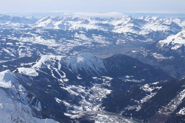 les-houches-vanaf-l-aiguille-du-midi-pays-du-mont-blanc-wintersport-frankrijk-ski-snowboard-raquettes-langlaufen-wandelen-interlodge.jpg