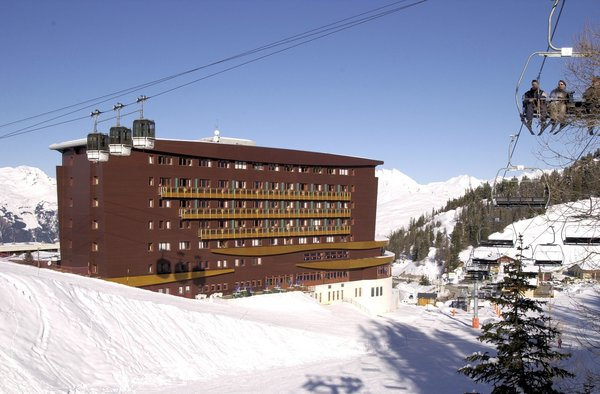 buitenkant-hotel-terra-nova-plagne-center-paradiski-interlodge.jpg