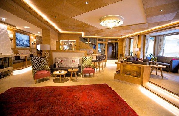 lounge-hotel-st-george-mayrhofen-hochzillertal-wintersport-oostenrijk-interlodge.jpg