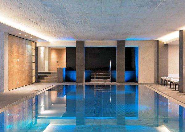 zwembad-hotel-elisabeth-mayrhofen-hochzillertal-wintersport-oostenrijk-interlodge.jpg