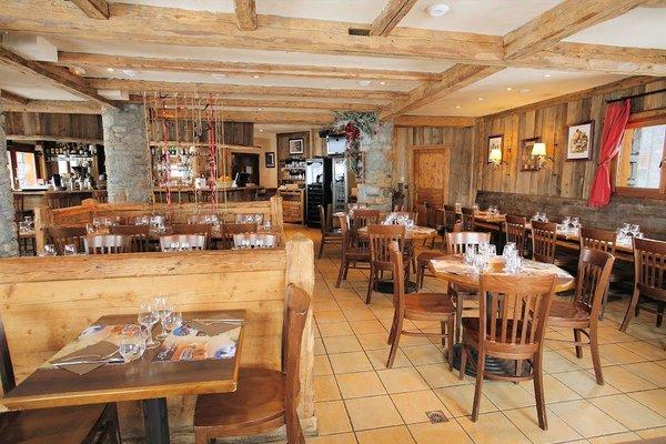 restaurant-brasserie-la-place-residence-montana-planton-tignes-le-lac-espace-killy-frankrijk-wintersport-ski-snowboard-raquettes-schneeschuhlaufen-langlaufen-wandelen-intelodge.jpg