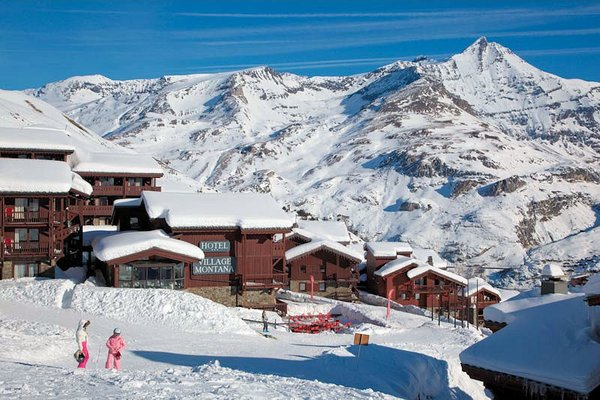 buitenzijde-hotel-village-montana-tignes-le-lac-espace-killy-frankrijk-wintersport-ski-snowboard-raquettes-schneeschuhlaufen-langlaufen-wandelen-interlodge.jpg