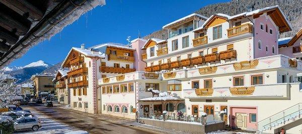 buitenkant-palace-hotel-ravelli-mezzana-skirama-dolomiti-wintersport-italie-interlodge.jpg