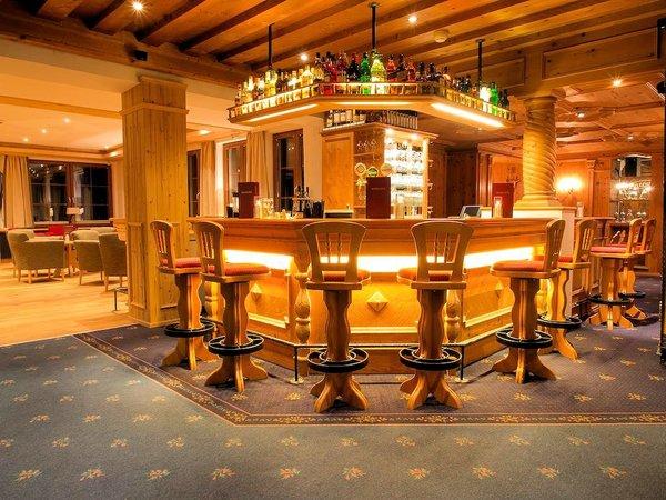 hotel-karl-schranz-st-anton-bar-arlberg-wintersport-interlodge.jpg