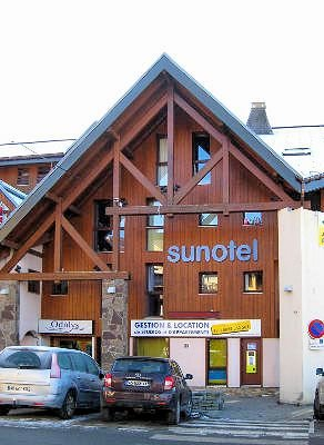 residence-sunotel-voorkant-les-carroz-wintersport-frankrijk-ski-snowboard-raquettes-schneeschuhlaufen-langlaufen-wandelen-interlodge.jpg