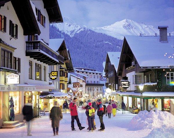 dorpsstraat-st-anton-am-arlberg-wintersport-oostenrijk-interlodge.jpg