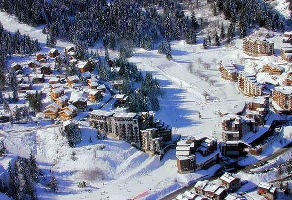 piste-centrum-la-lania-les-trois-vallees-wintersport-frankrijk-ski-snowboard-raquettes-langlaufen-wandelen-interlodge.jpg